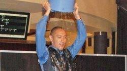 市川海老蔵の氷水かぶりが豪快すぎる 映画館で公開チャレンジ