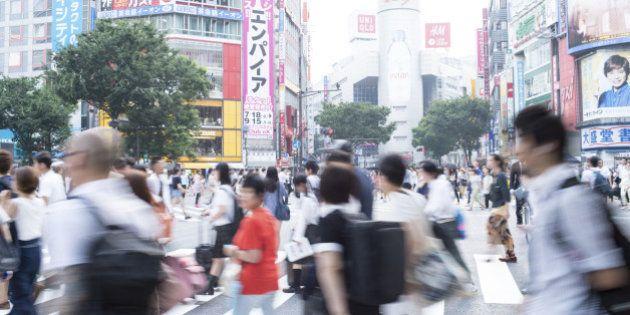 「生活に不満」6年ぶりに増加 消費増税の影響か 内閣府の世論調査