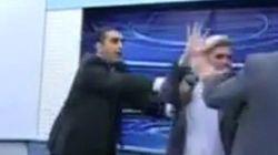 ガザ侵攻めぐり、テレビ生放送中にイスをぶん投げて乱闘(動画)