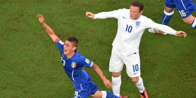 MANAUS, BRAZIL - JUNE 14: Wayne Rooney of England clashes with Marco Verratti of Italy during the 2014...