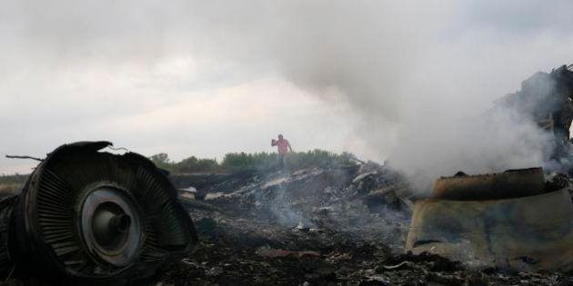 【マレーシア航空機墜落】遺体は数キロメートルの範囲にわたり散乱