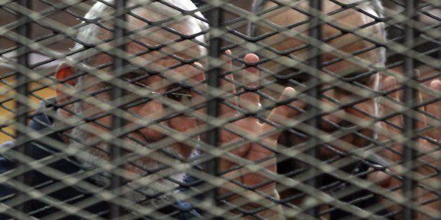 エジプトの裁判所、ムスリム同胞団指導者ら183人に死刑判決 人数の多さと拙速な審理に批判も