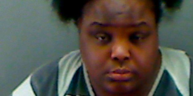 31歳の女、15歳とサバ読み高校通学 アメリカ、詐欺容疑で逮捕