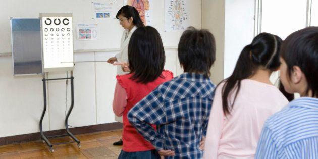 「ぎょう虫検査」「座高測定」廃止へ 2015年度限りで学校健診から消える