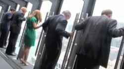 94階の展望台から身体を乗り出せる窓:シカゴ