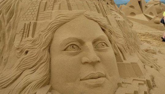 砂とは思えないすごい彫刻たち:台湾でコンテスト