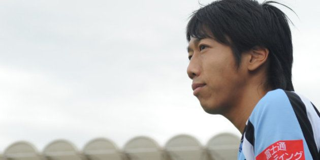 KAWASAKI, JAPAN - MAY 12: (EDITORIAL USE ONLY) Kengo Nakamura #14 of Kawasaki Frontale looks on prior...