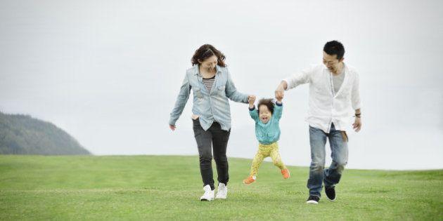 育児休業給付金、180日間は67%に引き上げ