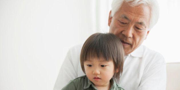 日本の総人口、21万人減 4人に1人が65歳以上に 進む少子高齢化