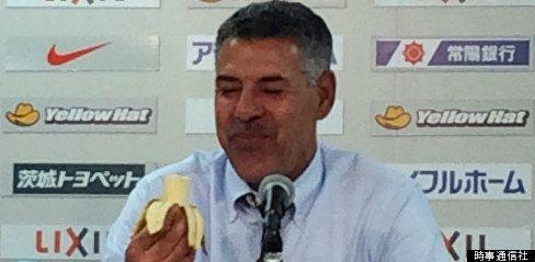 人種差別に反対、「バナナの輪」世界のサッカー選手に広がる ネイマールら賛同