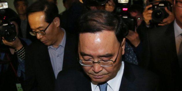 SEOUL, SOUTH KOREA - APRIL 27: (SOUTH KOREA OUT) South Korean Prime Minister Chung Hong-Won leaves from...
