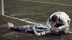 サッカー選手同士の激突、対戦相手が命を救う【動画】