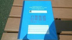 理研、実験ノート「ラボノート」945円で発売 Amazonなら同様のノートが523円