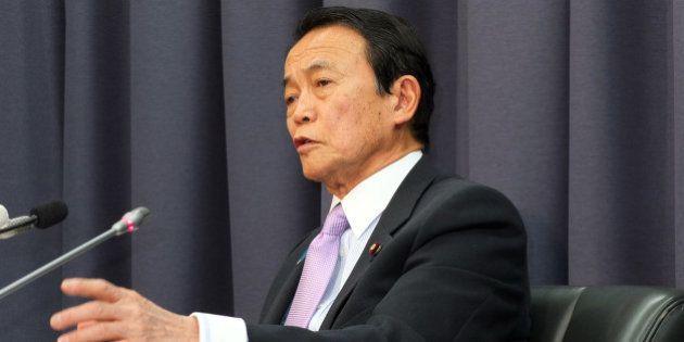 麻生太郎財務相、「ゴルゴ13」購入 消費増税の朝、コンビニで