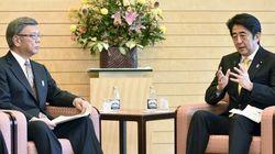 翁長雄志・沖縄県知事が安倍首相と初会談 辺野古巡る議論は平行線