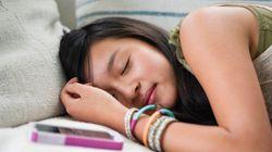 「寝ながらスマホ」が体に悪い理由