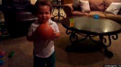 2歳児がグーグルグラスをかけてみた:キュートな動画
