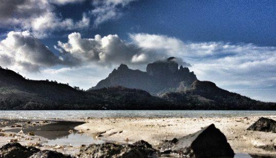 「新婚旅行の楽園」ボラボラ島の美しい風景