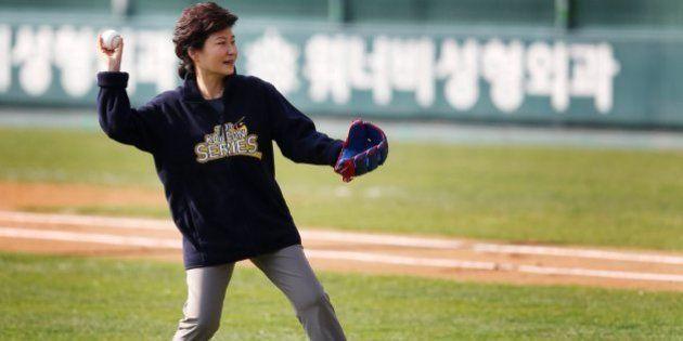 朴槿恵大統領がアシックス着用