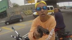 サンパウロでバイク強盗が銃撃される瞬間【動画】