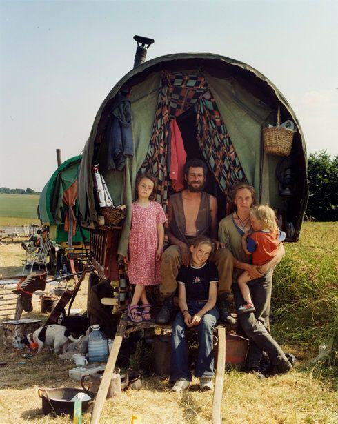 現代社会を馬車で流浪する人々の写真集 | ハフポスト