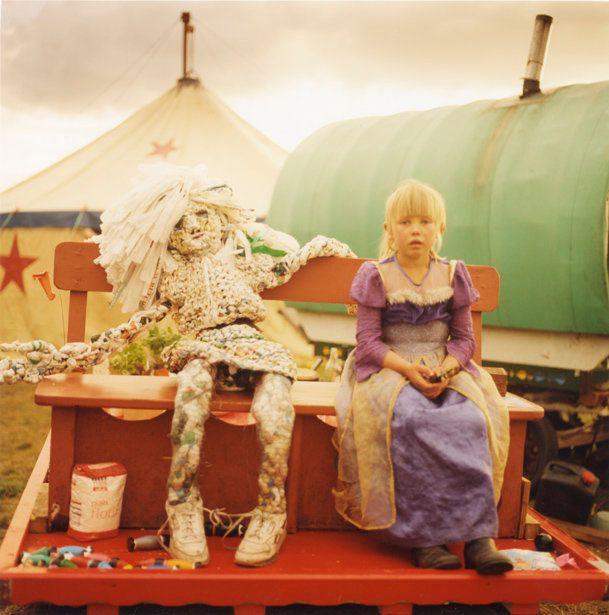 現代社会を馬車で流浪する人々の写真集