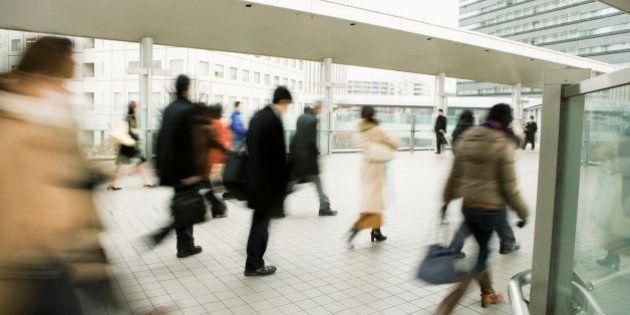 大卒の離職率3割に 宿泊・飲食業で51%
