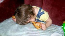 無邪気に寝てしまう子供たち(写真)