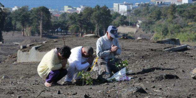 伊豆大島、献花台を設置 年末年始に帰省する人たちが手を合わせる場所に