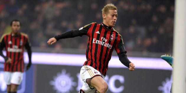MILAN, ITALY - JANUARY 15: Keisuke Honda of AC Milan scores the third goal during the TIM Cup match between...