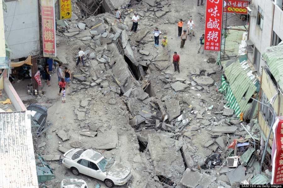 台湾・高雄市ガス爆発 道路が数百メートル陥没(画像)