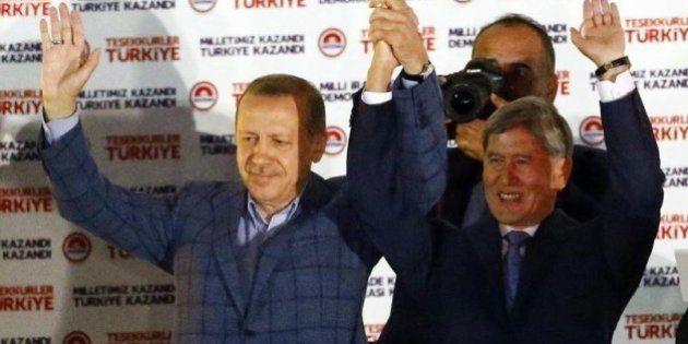 トルコ大統領選、エルドアン首相が勝利宣言
