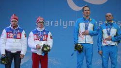 ウクライナの選手、金メダルを隠す