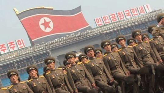 北朝鮮の軍事パレードをスローモーションで捉えたら...【動画】