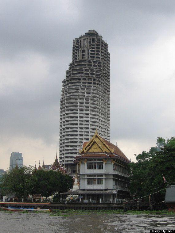 廃墟になった49階建てのビルが、バンコクに今もそびえ立っている(画像)