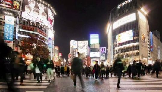 「東京で迷う」。ロンドンの映像作家がハイスピード撮影した東京が美しい
