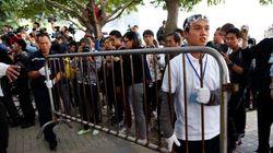 香港民主化デモ、バリケード撤去開始も「力づくで抵抗はしない」