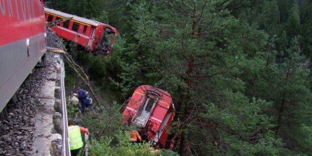スイスで列車脱線、日本人含む11人けが 土砂崩れ発生