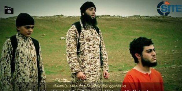 イスラム国の少年兵、イスラエルのスパイを銃殺か ネットに映像公開