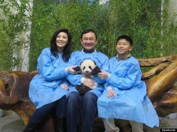 タクシン元首相、中国でパンダと記念写真 タイ軍政は神経とがらせる