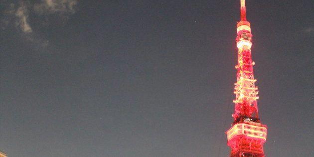 真紅に照らされた東京タワー