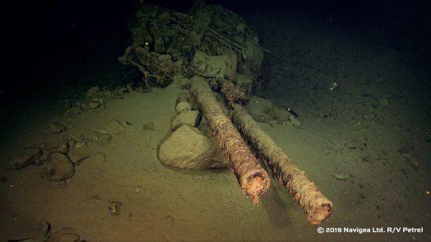 比叡のものとみられる船体の破片