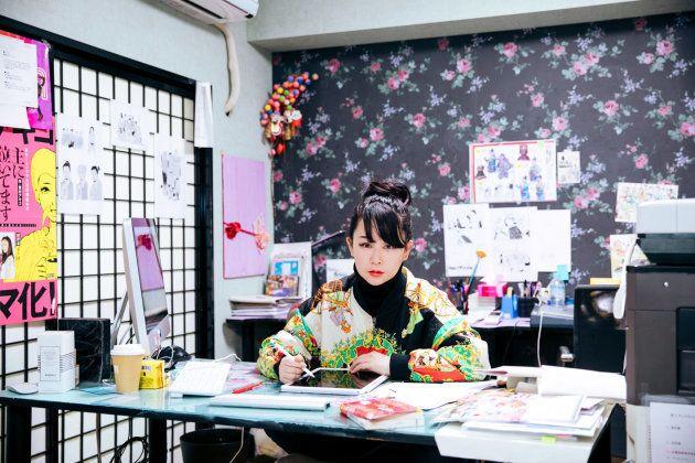 紙からスマホへ。東村アキコさんが「縦読みマンガ」の無料連載を始めた理由