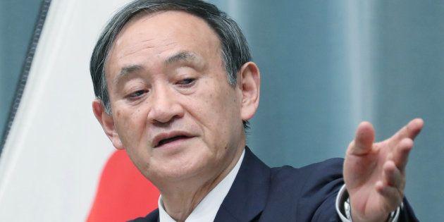 記者会見する菅義偉官房長官=1月24日、首相官邸