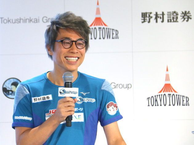 eスポーツチームの発足を発表し、記者会見に臨む、ロンドンブーツ1号2号の田村淳さん