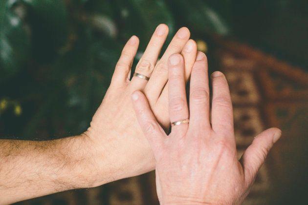 「あなたが結婚して、社会は変わった?」同性婚したフランスの夫夫(ふうふ)からの逆質問