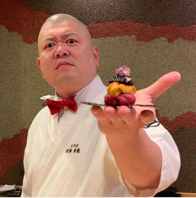 北九州市にある「照寿司』の店主。濃いキャラクターがInstagramなどで人気を呼んでいる。こうした職人たちが「寿司のイメージを変えている」と岡さんは話す