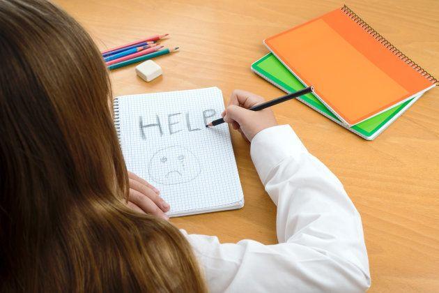 助けを求める子どものイメージ画像