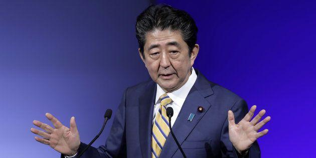 2月10日の自民党大会で演説する安倍晋三首相