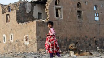 A girl walks near her house destroyed in an air strike carried out by the Saudi-led coalition in Faj Attan village, Sanaa, Yemen December 13, 2018.  REUTERS/Mohamed al-Sayaghi      TPX IMAGES OF THE DAY